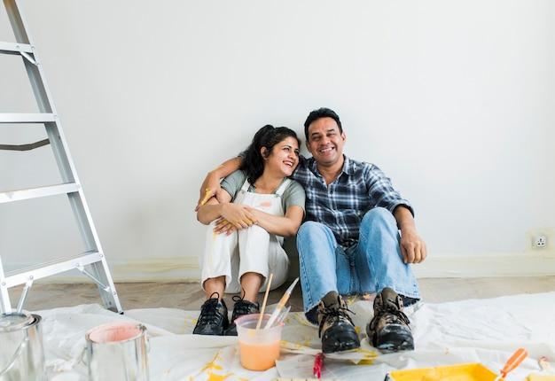 Para odpoczynku po malowaniu pokoju