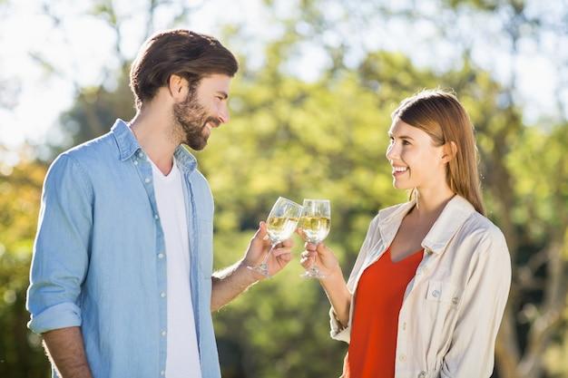 Para opiekania kieliszki do wina
