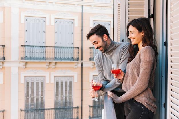 Para picia na balkonie