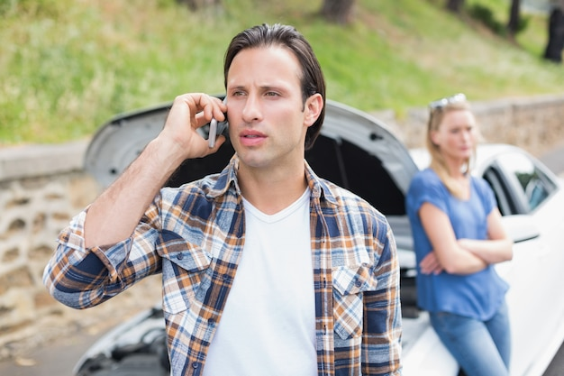 Para po awarii samochodu