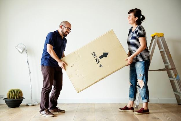 Para przeprowadzka do nowego domu