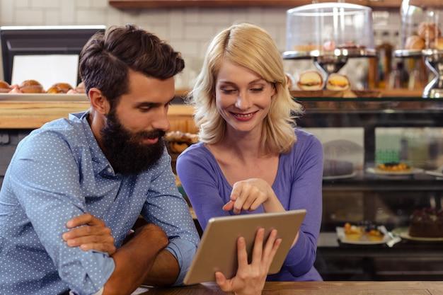 Para przy użyciu komputera typu tablet