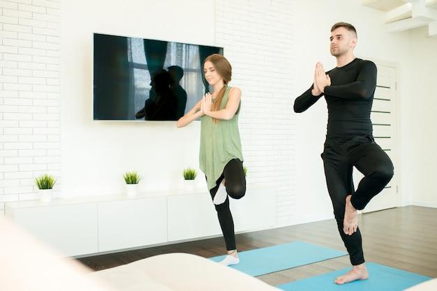 Para robi joga w domu