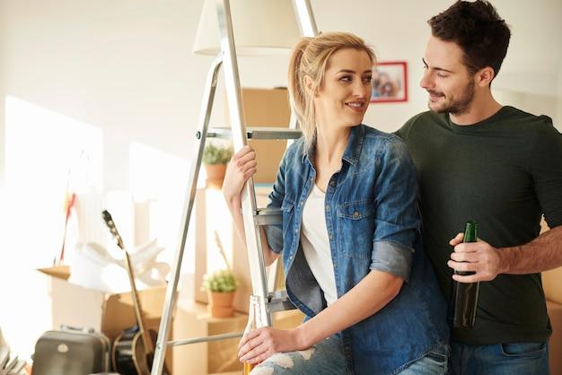 Para robi wielkie plany w nowym domu