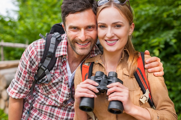Para spędzająca czas w górach