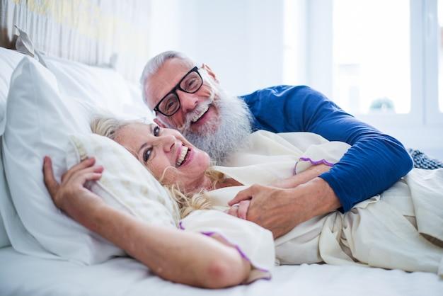 Para starszych chwil życia w domu