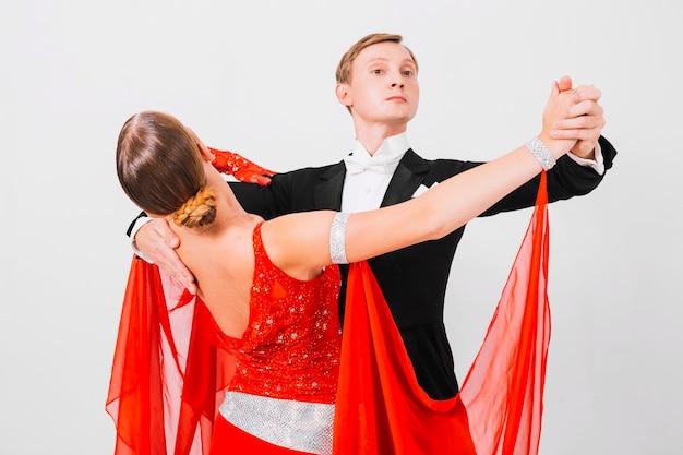 Para tańczy walc