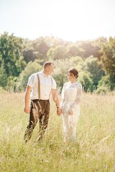 Para trzyma rękę