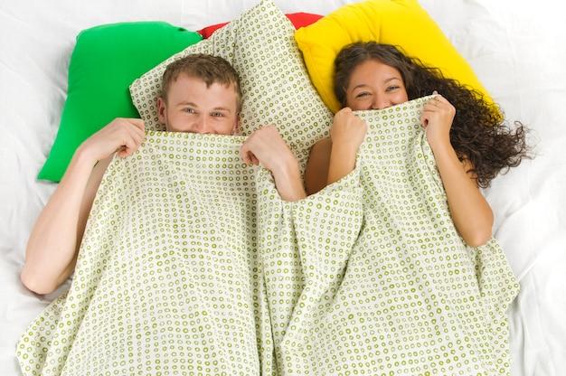 Para uwięziona w sypialni