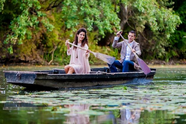 Para w łodzi