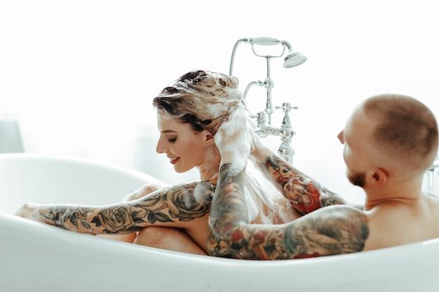 Para w wannie