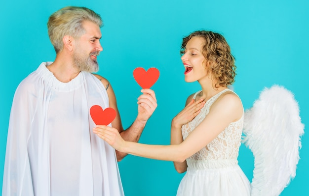 Para walentynki, anioły z czerwonym sercem, relacje, miłość.