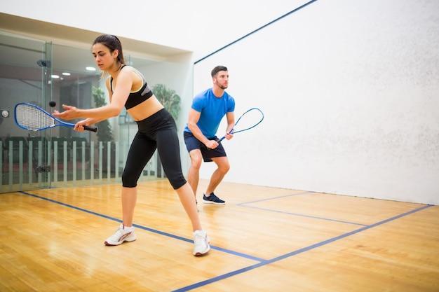Para zagrać razem w squasha