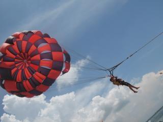 Paralotniarstwo, loty, czerwony