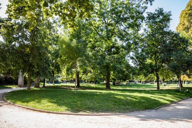 Parc monceau, paryż, francja