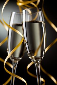 Parę kieliszka szampana