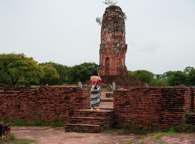 Park historyczny ayutthaya obejmuje ruiny starego miasta ayutthaya