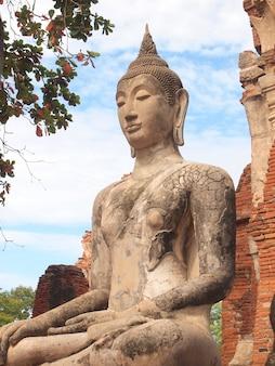 Park historyczny ayutthaya obejmuje ruiny starego miasta