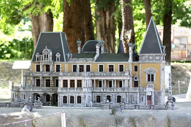 Park miniatur bakhchisarai. pałac massandra cesarza aleksandra iii.