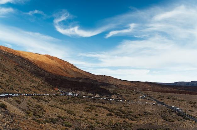 Park narodowy teide. piękny widok na wulkan skały pustyni krater.
