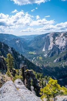 Park narodowy yosemite i el capitan, niesamowity krajobraz. stany zjednoczone