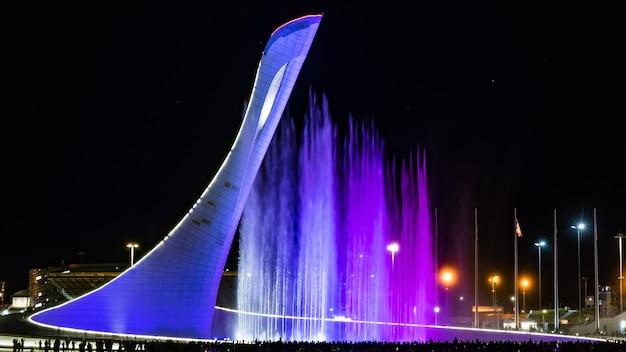 Park olimpijski w soczi. fontanna świetlna i muzyczna, rosja.