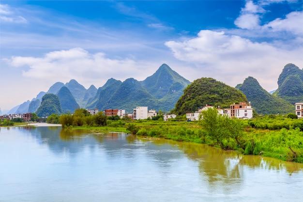 Park szczyt starożytnych wzgórzu chińskim