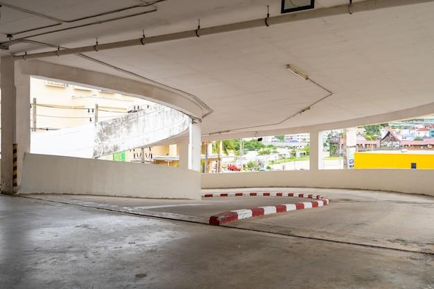 Parking garaż wnętrze domu towarowego pusty parking lub wnętrze garażu biuro budynku firmy