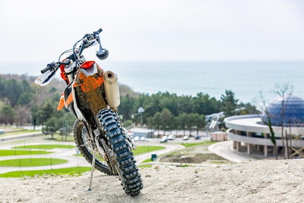 Parkowanie motocykli sportowych na drodze