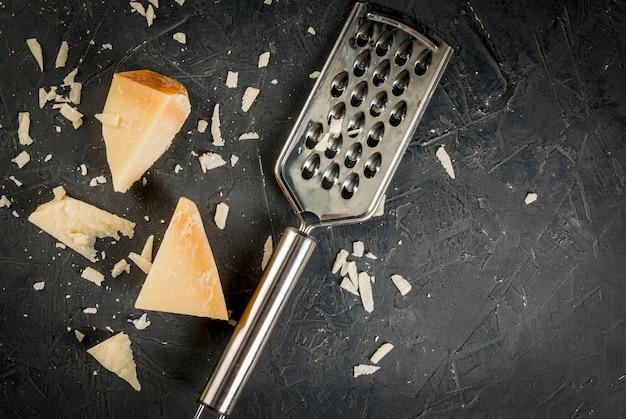 Parmezan tarty i kawałki