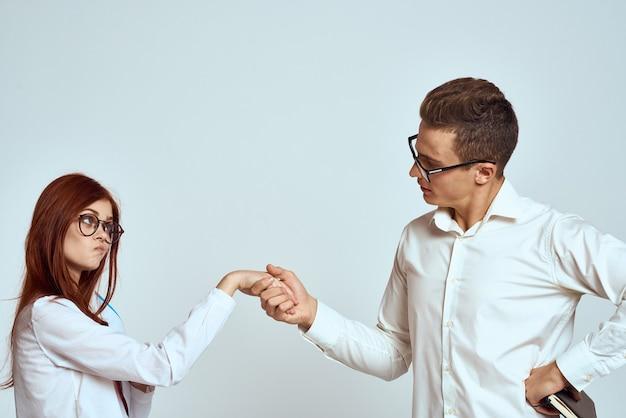 Partnerzy biznesowi pozowanie na biały