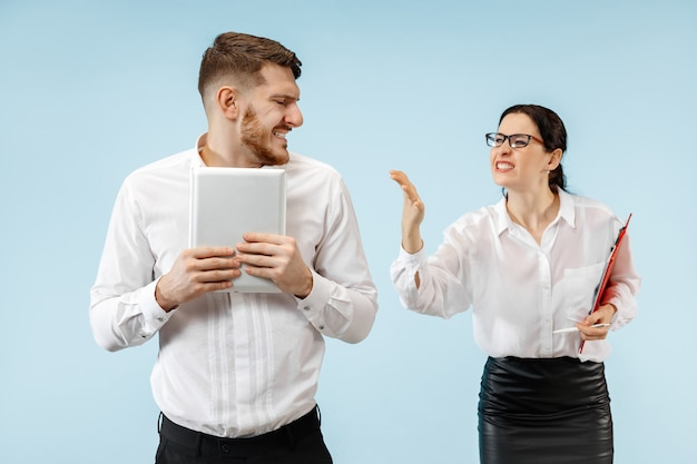 Partnerzy biznesowi prowadzący rozmowę