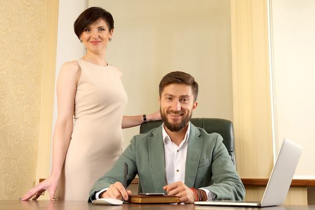 Partnerzy biznesowi w twoim biurze
