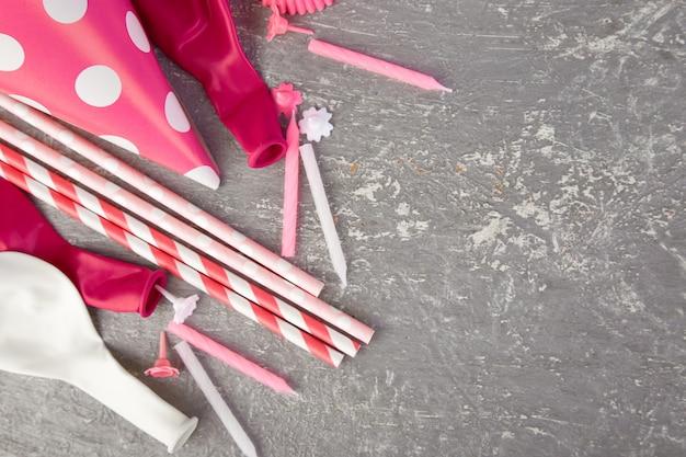 Partyjny różowy papierowy kapelusz.