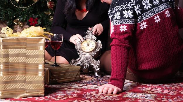 Pary otwarcia prezenty na podłoga
