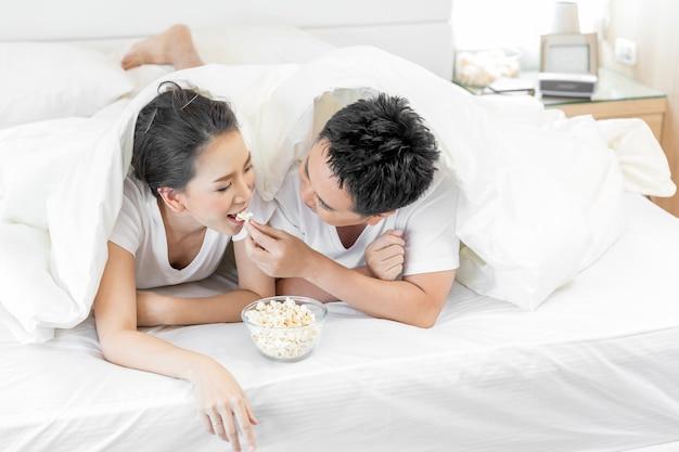 Pary posiadające śniadanie w łóżku