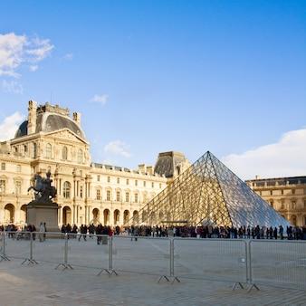 Paryż - 5 listopada: luwr, 6 listopada 2012 r. w paryżu