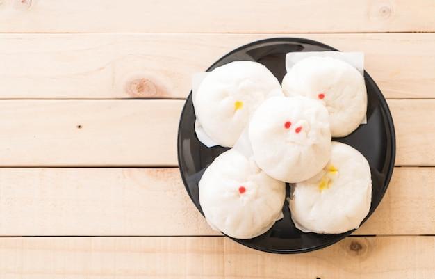 Parze dumpling lub chiński bun