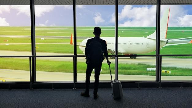 Pasażer na lotnisku.