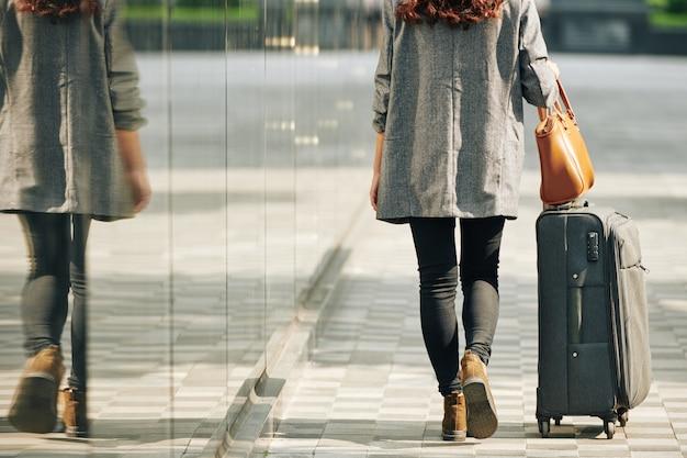 Pasażer na terminalu lotniska