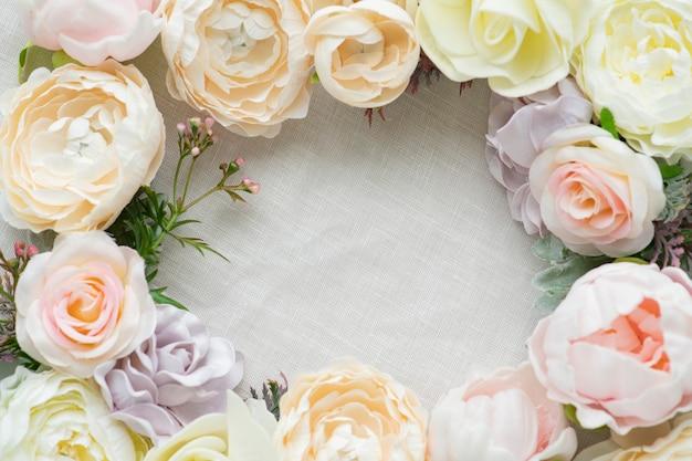 Pastelowe kwiaty rama biały szablon