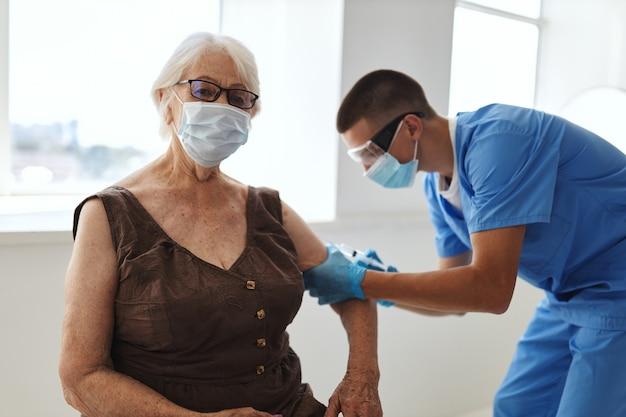 Paszport szczepionkowy lekarza szpital pandemiczny covid