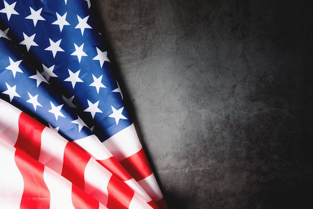 Patriotyczny dzień usa, flaga ameryki na czarnym tle