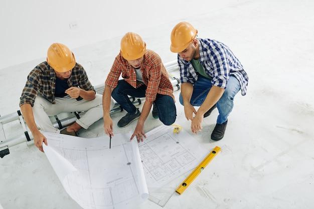 Patrząc na plan budynku