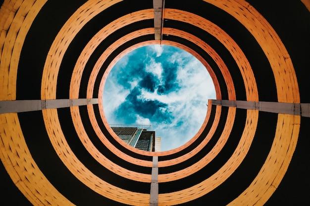 Patrząc w niebo przez spiralę