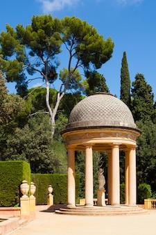 Pawilon danae w labyrinth park w barcelonie