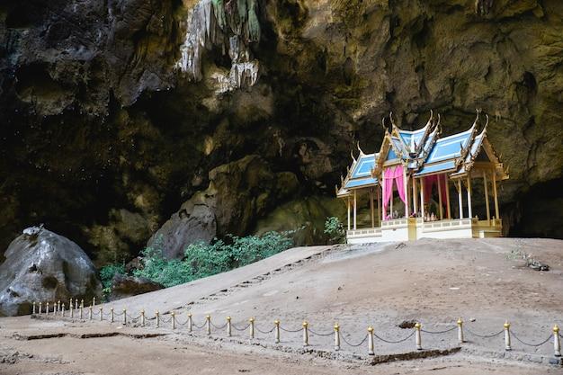Pawilon królewski w jaskini phraya nakorn.