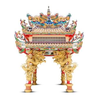 Pawilon smoka w stylu chińskim na białym tle