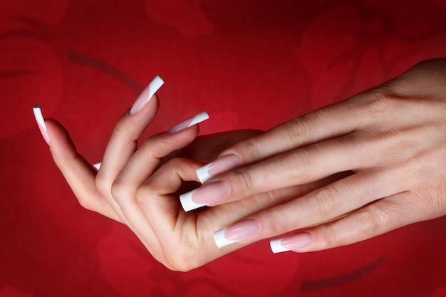 Paznokcie do manicure francuskiego