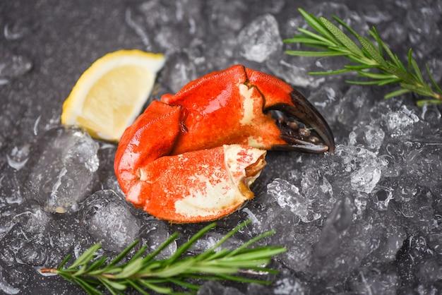 Pazury kraba gotowane z mrożonych owoców morza